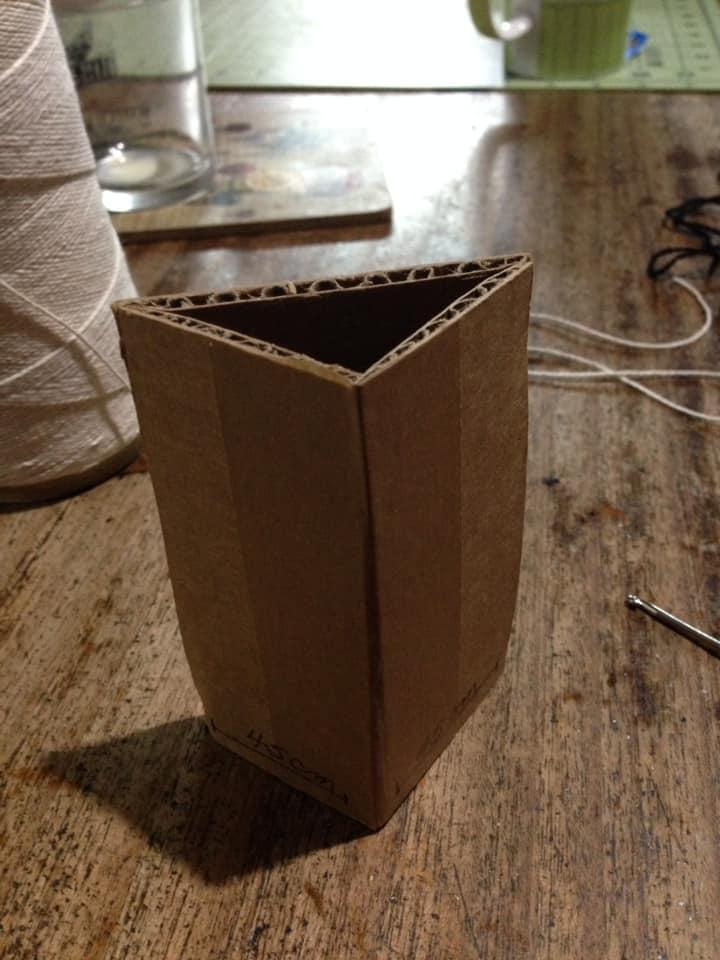 This is the shape of the piece. - Ésta es la forma de la obra.